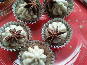 Ořechové košíčky s banánovo-vanilkovým krémem - vitariánství