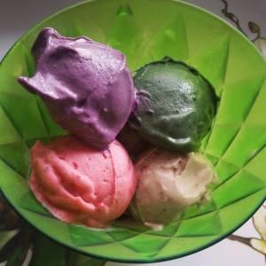 Banánová, jahodová, spirulinová a acaiová zmrzlina :)